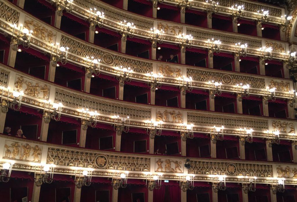 Das Teatro San Carlo in Neapel ist Italiens ältestes Opernhaus