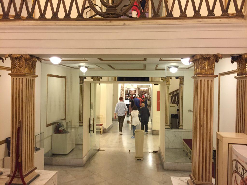 Das ältestes Opernhaus in Italien ist das Teatro San Carlo in Neapel