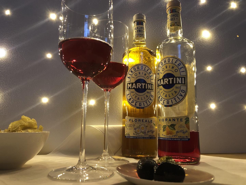 Zwei alkoholfreie Getränke zum aperitivo all'italiana