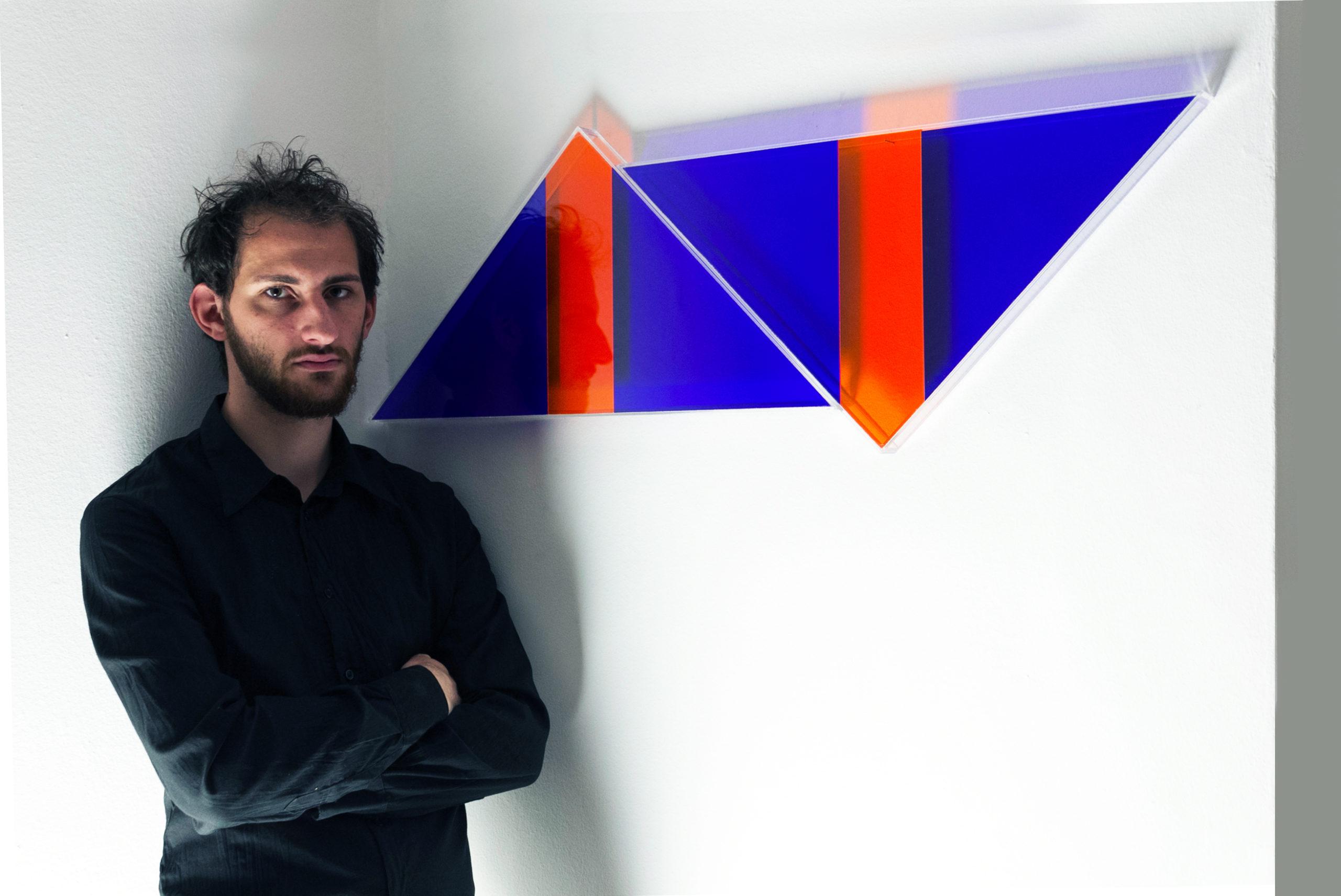 Leonardo Gambini vor einem seiner Werke
