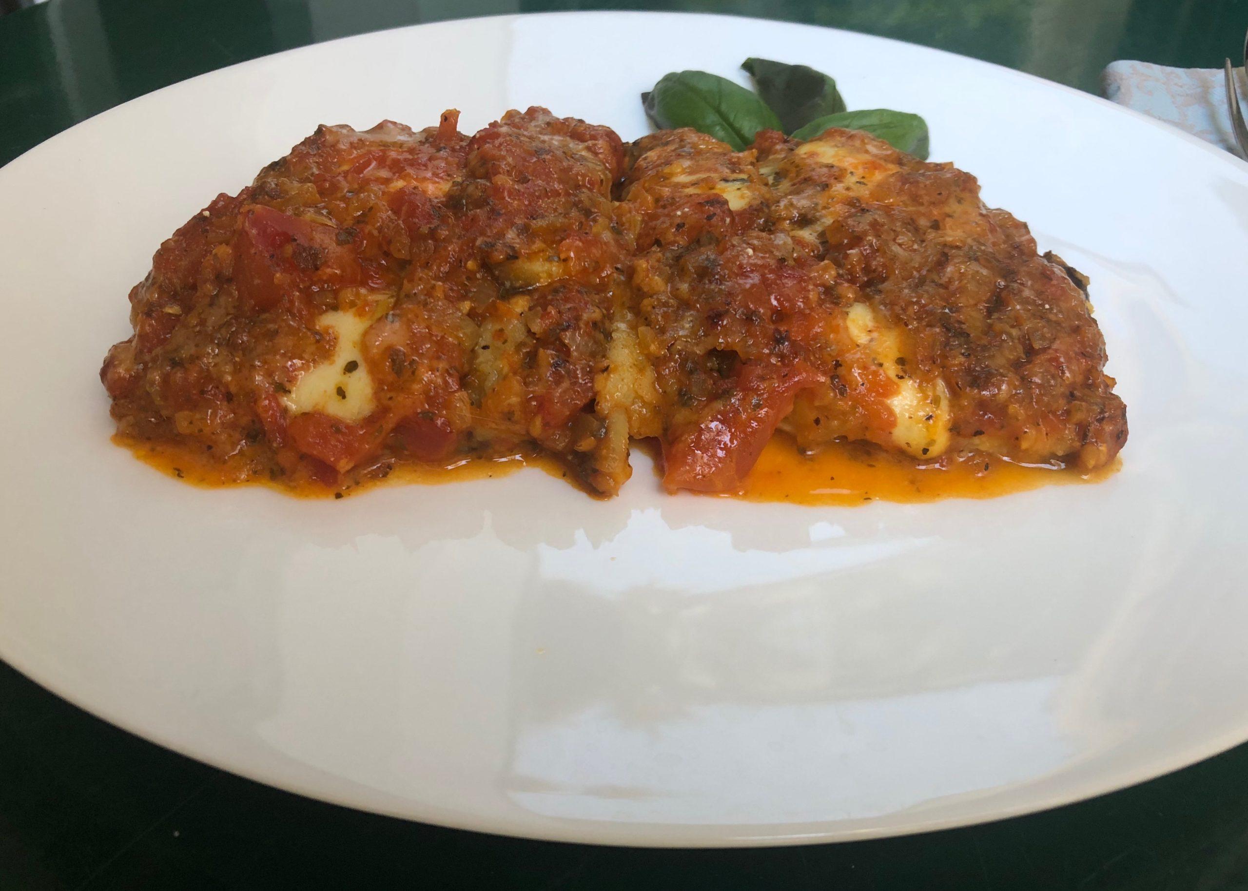 Teller mit Parmigiana alla melanzane