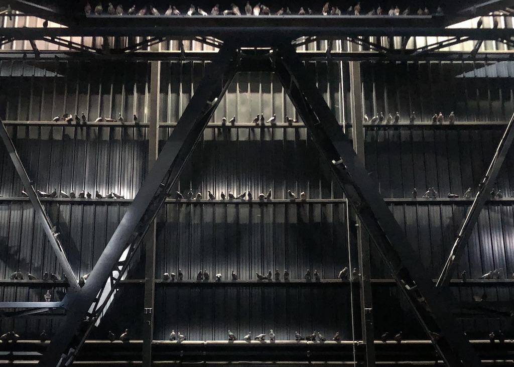 Opera Ghosts di Maurizio Cattelan a Pirelli HangarBicocca