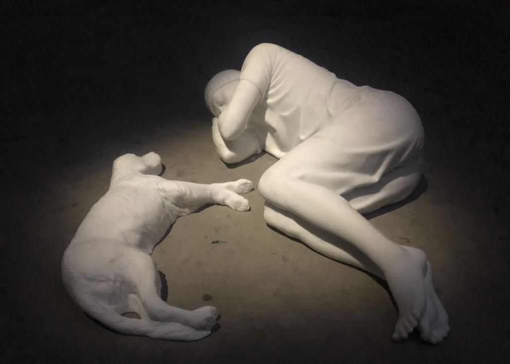 L'opera Breath di Maurizio Cattelan a Pirelli HangarBicocca